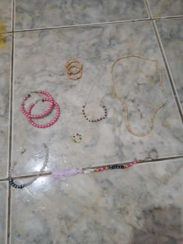 Choker,anel,brincos, cordão, pulseira,chaveiro