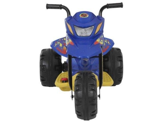 Moto Elétrica Infantil 6V XT3 Azul - Bandeirante - Foto 3