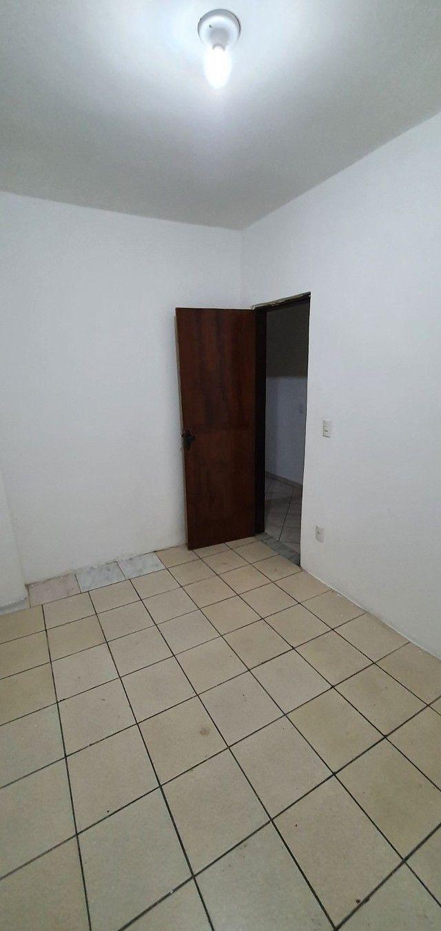Casa térrea com 2/4, sendo uma suíte em Itapuã, próximo à Av. Dorival Caymmi. - Foto 13