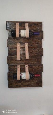 Porta vinho / tiras em couro - Foto 3
