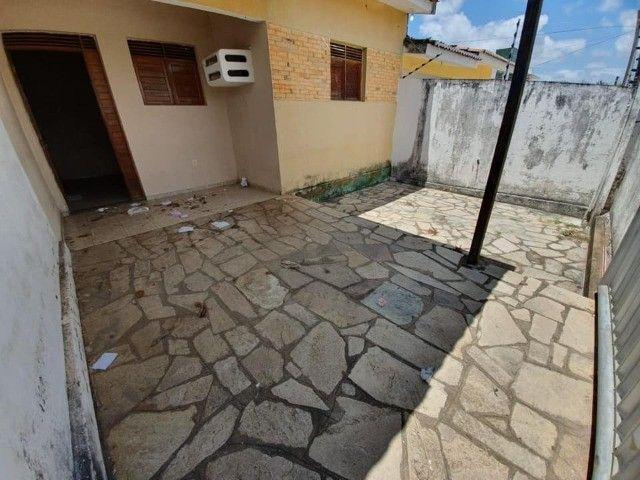 José Américo - Alugo casa com 2/4, toda gradeada. - Foto 11