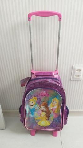 2aa5043c5 Mochila Escolar Infantil Feminina Disney Princesas Com Rodinhas ...