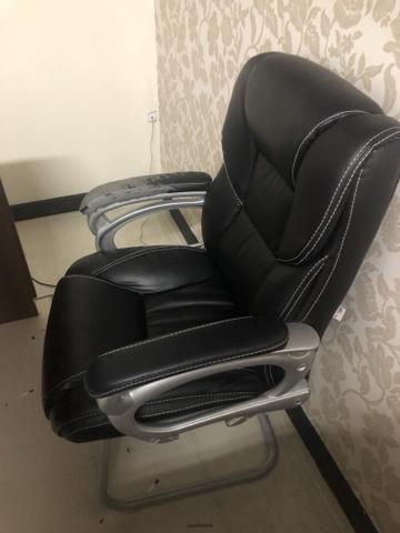 Vendo cadeira urgente! Preço baixo por estar com um braço estragado