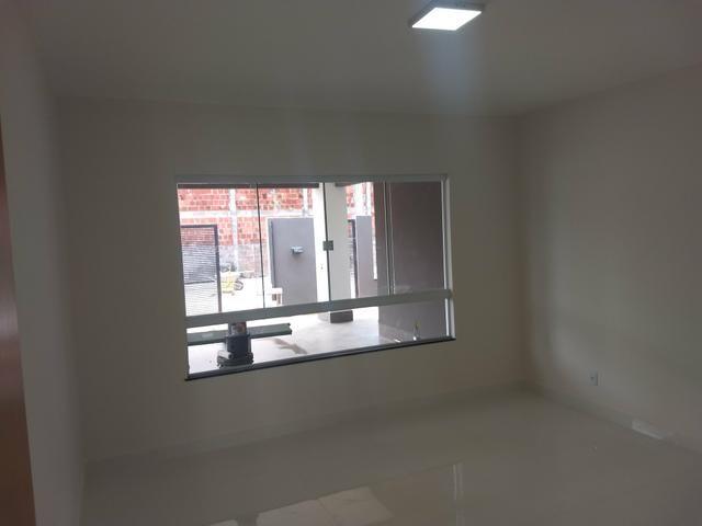 Arniqueiras QD 05 Casa 3 qts 2 suítes fino acabamento condomínio fechado 690mil - Foto 4