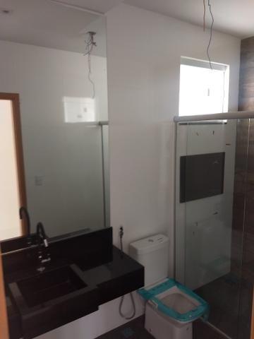 Arniqueiras QD 05 Casa 3 qts 2 suítes fino acabamento condomínio fechado 690mil - Foto 2
