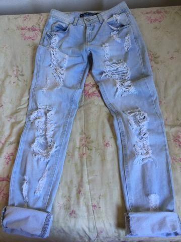 Calça jeans rasgadinha 36