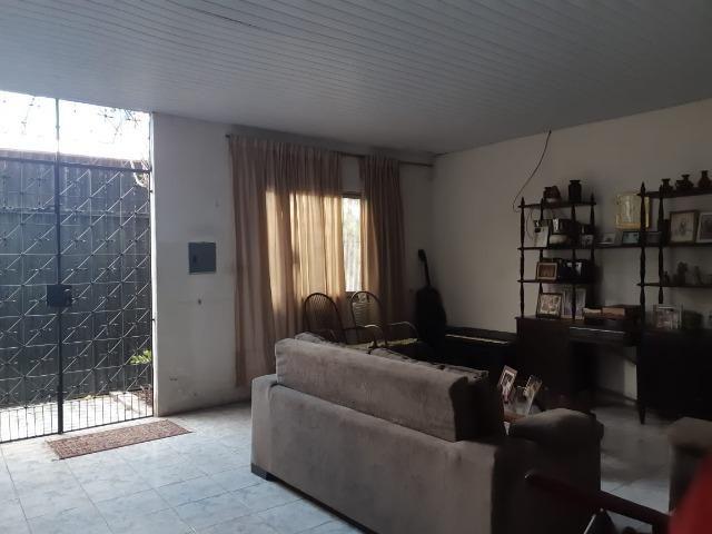 Casa na Av Waldir Diogo com 05 quartos e garagem pra 4 carros. Excelente imóvel - Foto 3