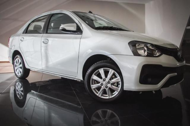 TOYOTA ETIOS SEDAN X PLUS 15 MT 19/20 - Foto 2