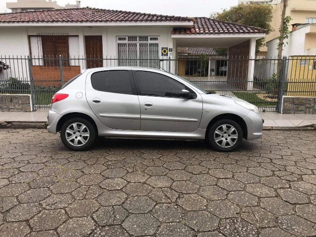 Peugeot 207 XR 1.4 ano 2011 Completo! - Foto 9