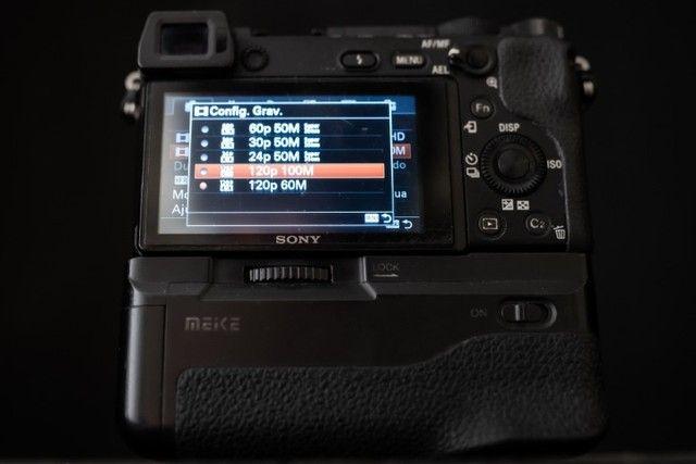 Câmera Sony mirrorless A6300 + Battery Grip (11000 clicks) - Foto 3