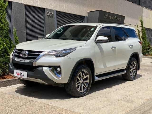Hilux SW4 2019 7 Lugares