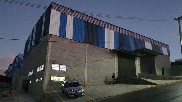 Alugo galpão industrial  750m2 com Doca / zupi 2 Santana de Parnaiba-SP km 44 Romeiros