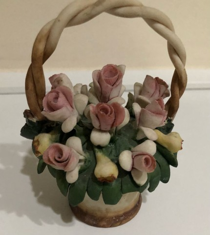 Cesta de flores de porcelana italiana