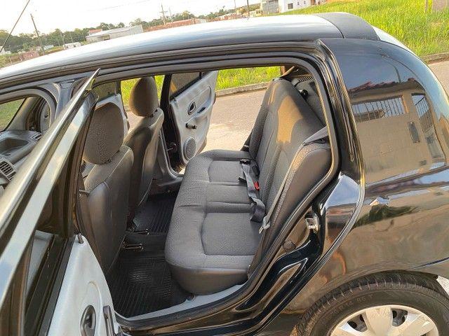 Renault Clio HATCH  1.0 16v.Flex 4p manual  Ano 2009 modelo 2010 Gasolina e álcool  preto  - Foto 11