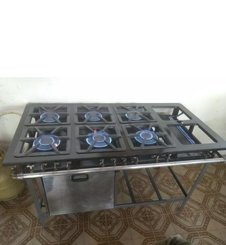 Fogão industrial 6 bocas com chapa e forno