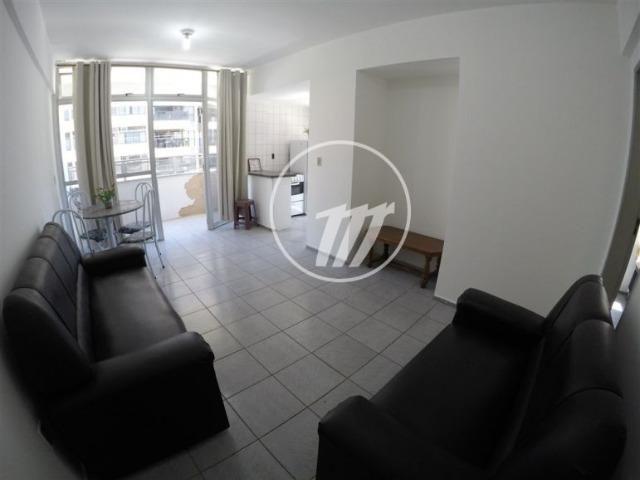 Apartamento aconchegante com 66 m², quarto e sala, 01 vaga na Ponta Verde. REF: A1086