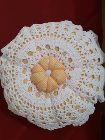 Almofada flor renda em crochê - Foto 2