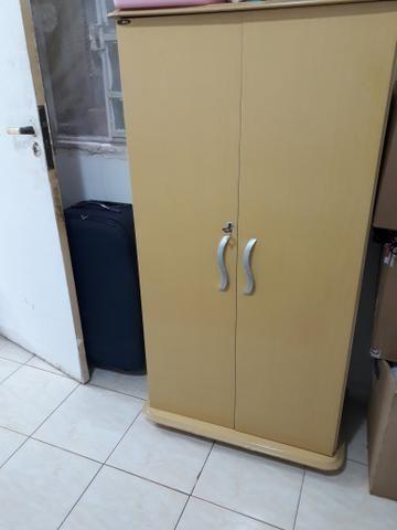 Aluga-se quarto mobiliado individual