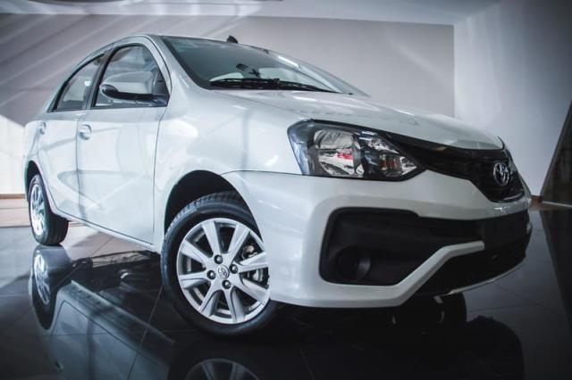 TOYOTA ETIOS SEDAN X PLUS 15 MT 19/20 - Foto 15