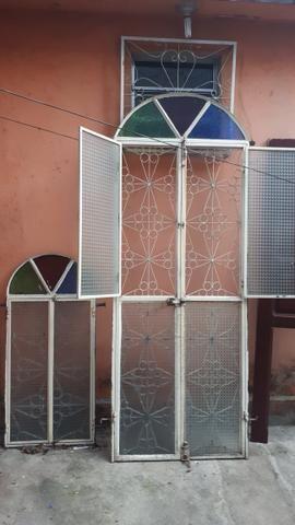 Vendo porta de ferro e janela