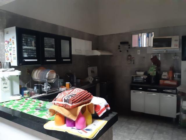 Casa na Av Waldir Diogo com 05 quartos e garagem pra 4 carros. Excelente imóvel - Foto 7