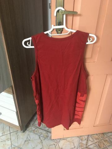 Camiseta Regata Vermelha Nike - Tam M - Foto 4