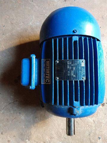 Motor eletrico trifasico