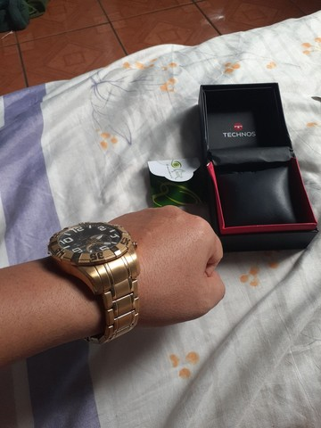 Vendo ou troco relógio TECHNOS dourado.  - Foto 3