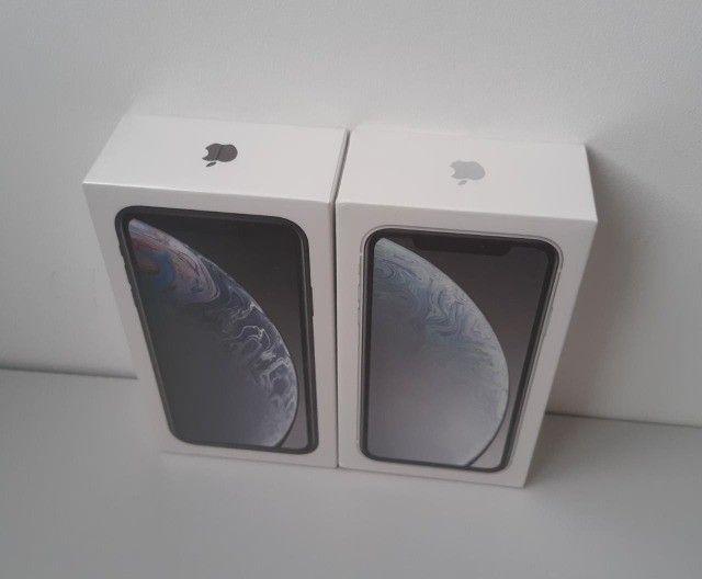 Smartphone Iphone Xr 64gb Novo Lacrado Nota Fiscal  - Foto 2