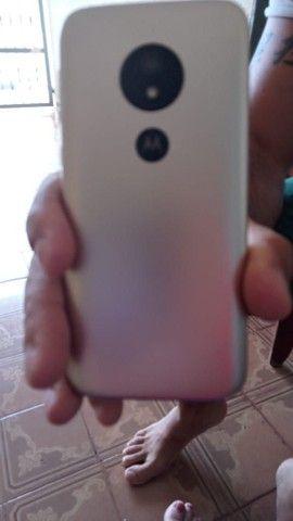 Moto E 5  64 GB bem conservado sem arranhões tela original bateria ok tudo funcionando  - Foto 2