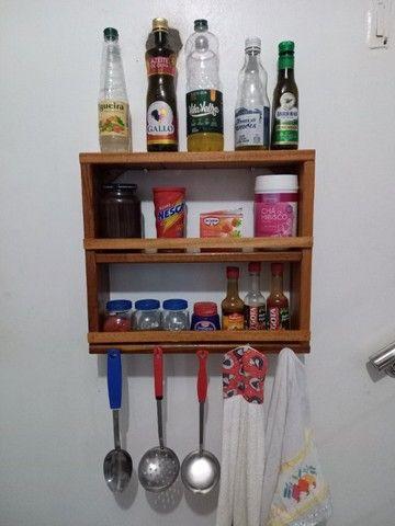 Porta Xícaras e porta temperos em madeira - Foto 3