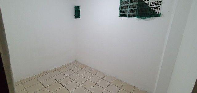 Casa térrea com 2/4, sendo uma suíte em Itapuã, próximo à Av. Dorival Caymmi. - Foto 12