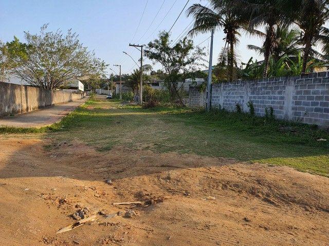 Lote de esquina murado escriturado 450m² em Perocão  - Foto 2