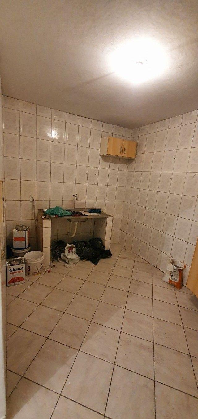Casa térrea com 2/4, sendo uma suíte em Itapuã, próximo à Av. Dorival Caymmi. - Foto 15