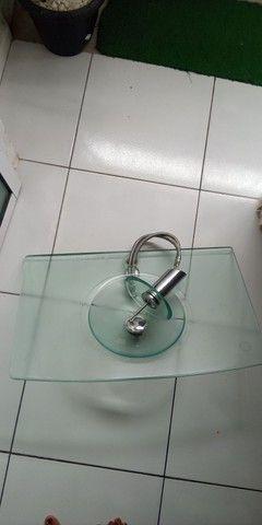Vendo pia de banheiro de vidro ta usada mais conservada  - Foto 4