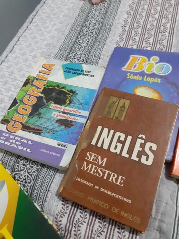 Doação de 7 livros - Foto 4