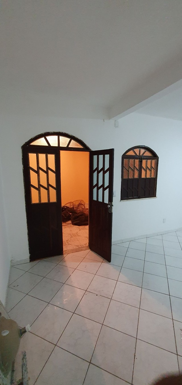 Casa térrea com 2/4, sendo uma suíte em Itapuã, próximo à Av. Dorival Caymmi. - Foto 5