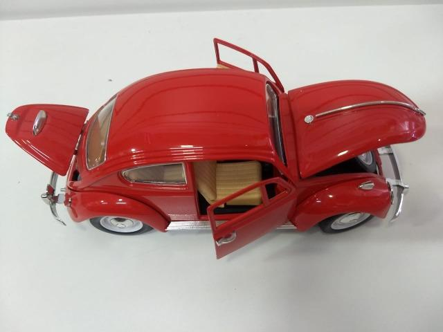 Miniatura Volkswagen Fusca 1/18 - Foto 3