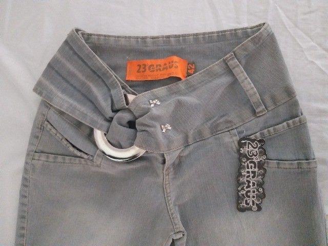 calça jeans  cinza com det. 42 - Foto 2