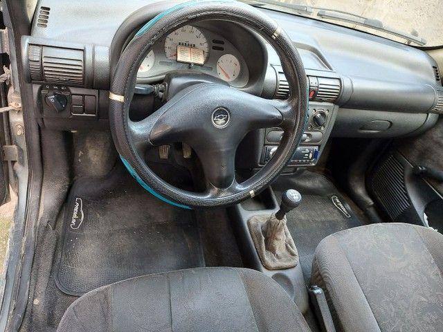 Corsa sedam 2001 1.0 8V com GNV e AR.  - Foto 2