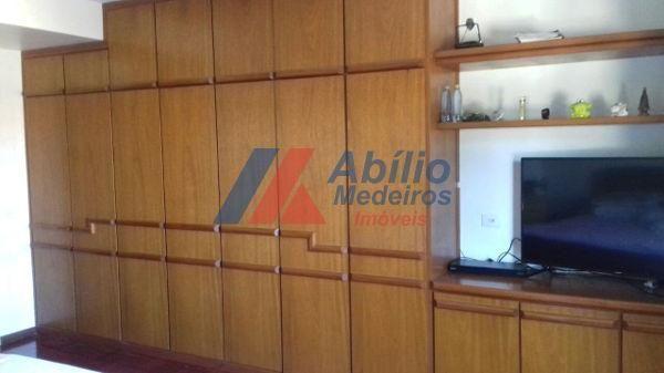 Casa sobrado com 5 quartos - Bairro Bancários em Londrina - Foto 4