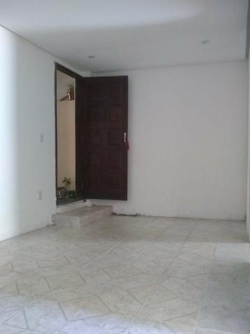 Casa 2/4 na rua Rua km 17 de Itapuã - Foto 3