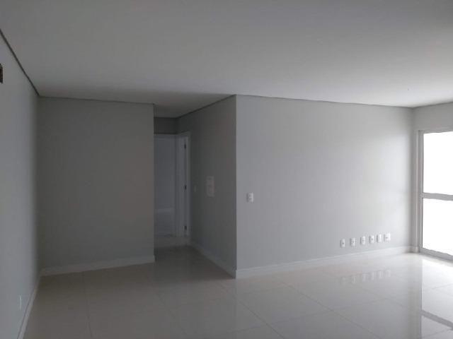 Apartamento suíte mais 01 dormitório com terraço no Bairro Jardim Itália - Foto 3