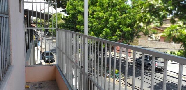 Vendo prédio de 3 pavimentos, c/8 kitinetes + ponto comercial, no Quintino Cunha - Foto 8