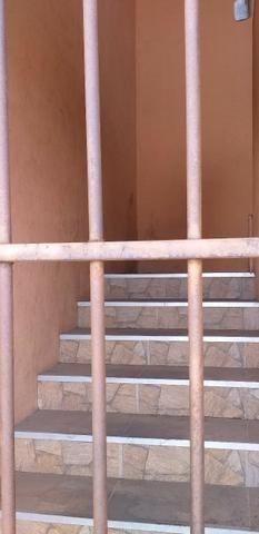 Vendo prédio de 3 pavimentos, c/8 kitinetes + ponto comercial, no Quintino Cunha - Foto 11