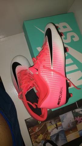 ba12afa66a7ff Chuteira Nike mercurial Rosa, de campo, ORIGINAL tamanho 40 - Foto 5