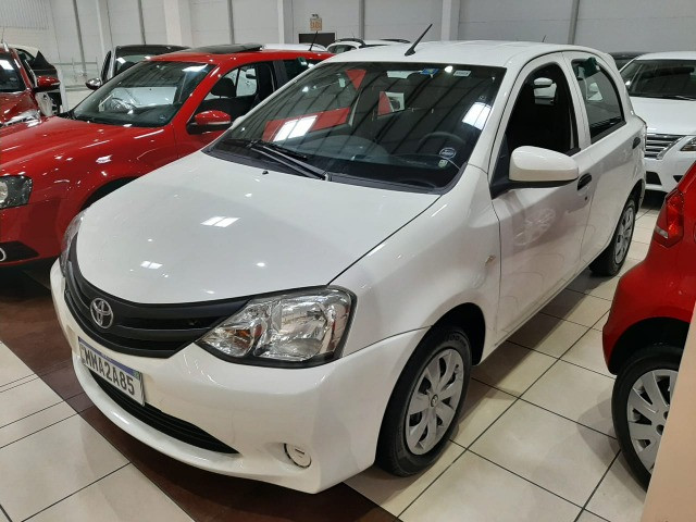Ent. 50% + 48x 615,00 - Toyota Etios Hatch 1.3 - UBER/99POP