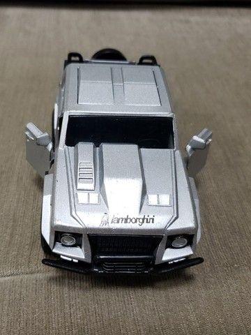 Miniatura Carro de Coleção Lamborghini LM Escala 1/32 - Foto 5