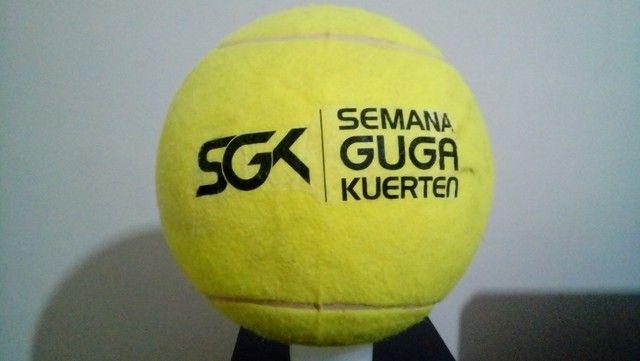 Kit Com 9 Bolas De Tênis Gigantes Guga Kuerten Com Defeito - Foto 2