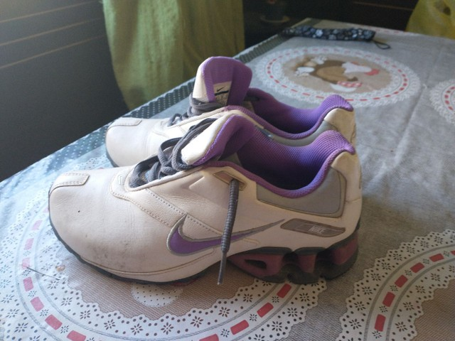 Tênis Nike, tamanho 35, branco com lilás - Foto 3